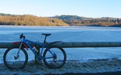 The frozen lake near Arnac